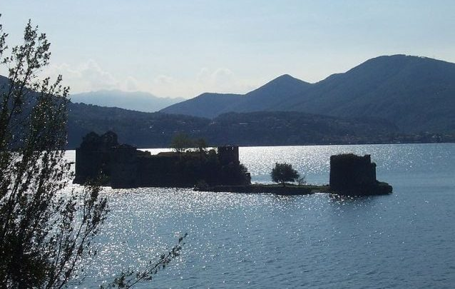 I Castelli galleggianti di Cannero e il mistero del veliero fantasma