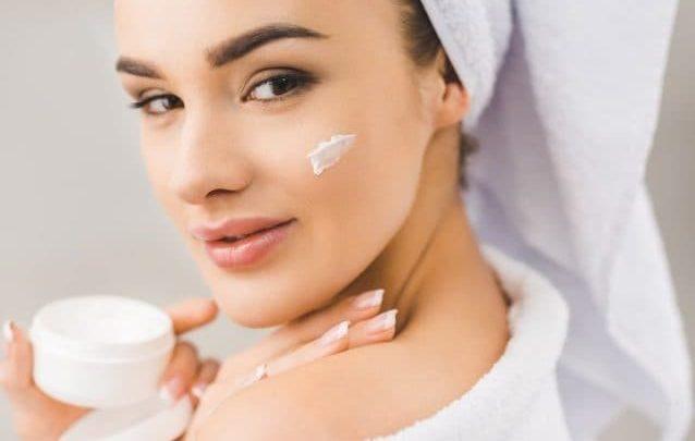 Creme viso anti freddo: ecco come idratare e proteggere la pelle